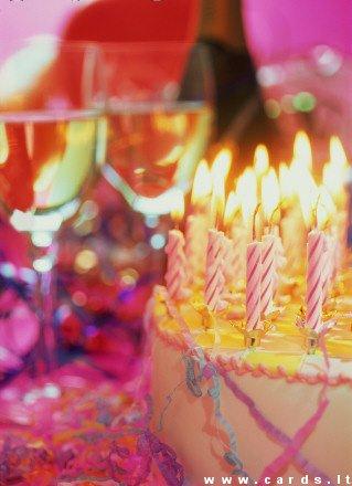 Tortas su žvakutėmis