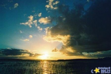 Saulėlydis ežere